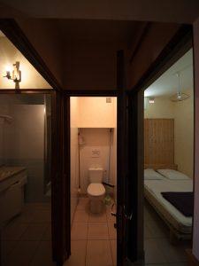 Gîte 2-4 personnes, vue sur salle de bains, wc, chambre