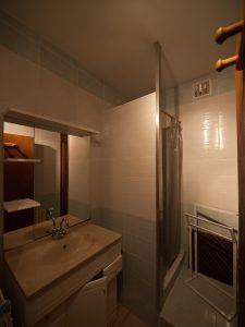 Gîte 2-4 personnes, salle de bains avec douche