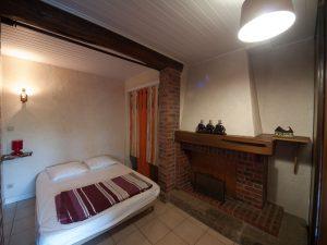 Gîte 4-6 personnes - vue sur chambres séparées par des cloisons amovibles
